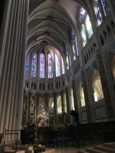 interior catedrala chartre